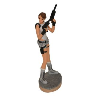 Figurine LARA CROFT Scottish Style